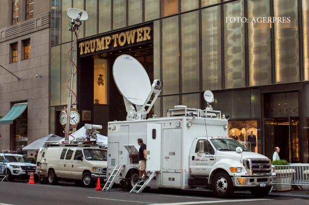 presa adunata in fata Trump Tower