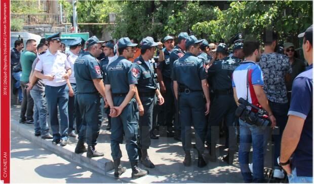puci in Erevan