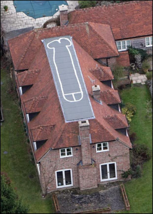 18-летний британский юноша нарисовал на крыше своего дома огромный