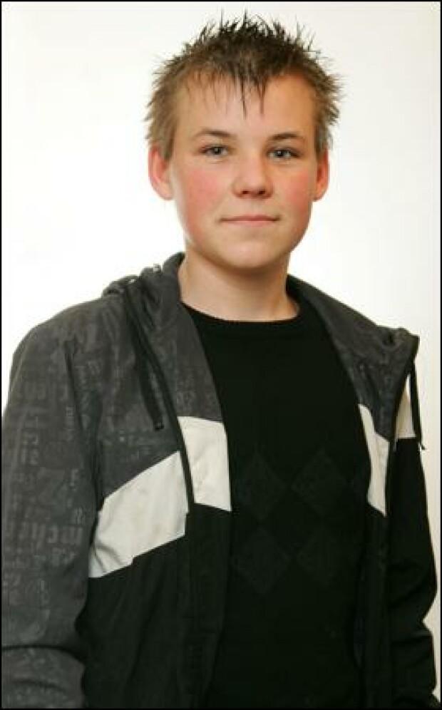Мальчик Альфи из Англии стал оцом в 13 лет. Его девушке Шантель