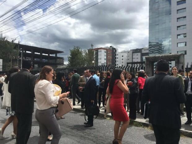 cutremur Ecuador oameni evacuati in Quito