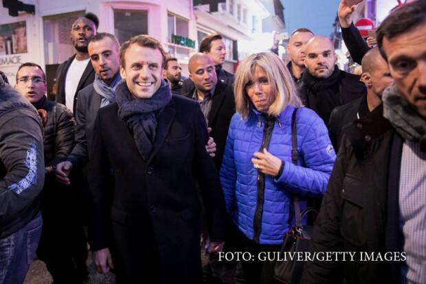 Emmanuel Macron si sotia inaintea alegerilor