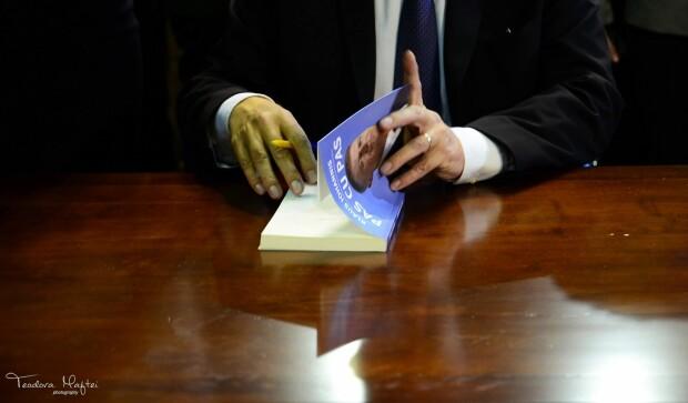 Klaus Iohannis si-a lansat cartea la Gaudeamus - 20