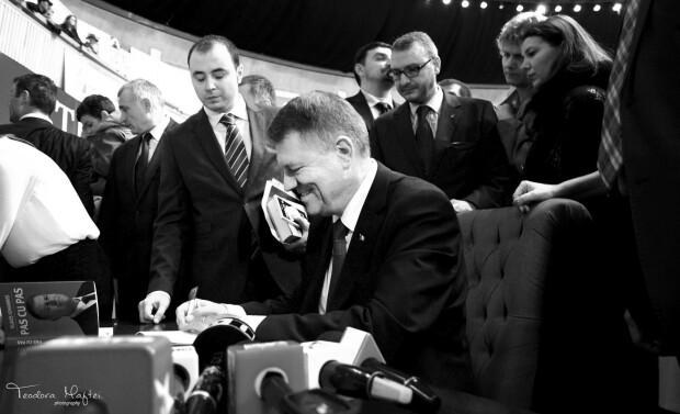 Klaus Iohannis si-a lansat cartea la Gaudeamus - 29