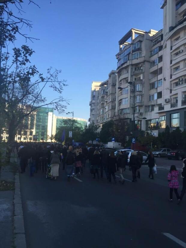 marsul tacerii, Capitala - 1