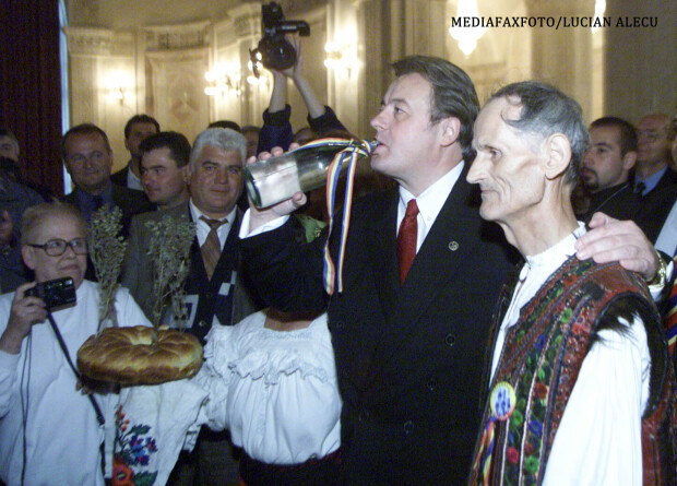 Corneliu Vadim Tudor in campania electorala din 2000