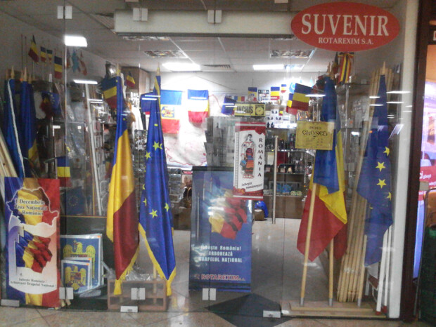 magazinul de steaguri din pasaj de la Universitate