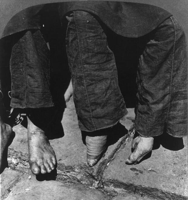picioare legate, China