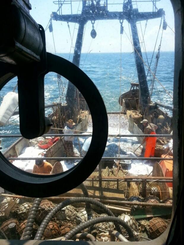nava de pescuit romaneascA