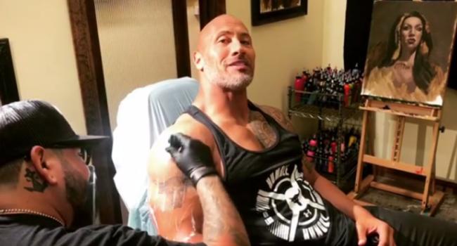 The Rock si-a acoperit faimosul tatuaj de pe brat cu un desen si mai mare. Ce si-a desenat