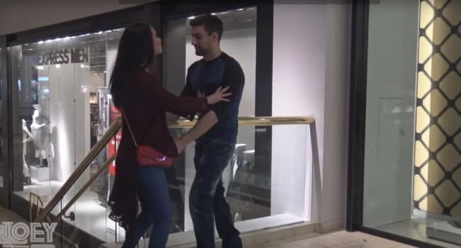 Un barbat e agresat sexual de o femeie frumoasa in public, reactia tuturor este incredibila! Ce se intampla atunci cand situatia este inversa