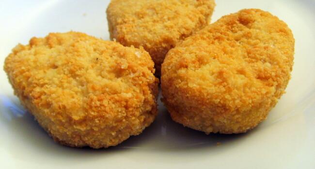 Surpriza de Valentines Day! Un barbat s-a dus la fast food si a cumparat 30 de nuggets si 2 portii mari de cartofi. Ce a facut cu mancarea