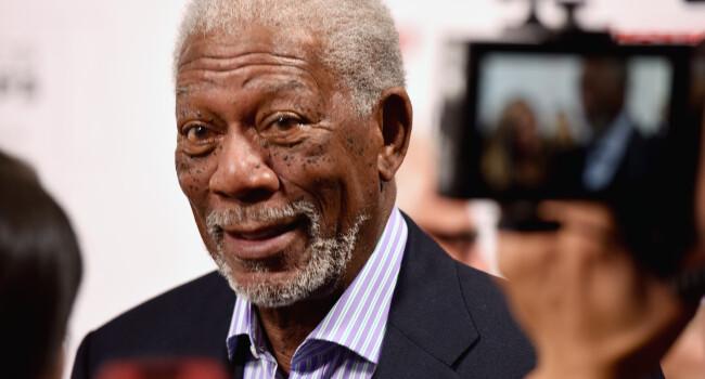 In sfarsit! Vocea lui Morgan Freeman va fi pusa pe GPS! Aplicatia care va schimba modul in care conduci