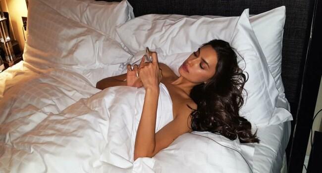 Poza cu care Irina Shayk a innebunit toti barbatii! A renuntat la aproape toate hainele! Cum a aparut pe net