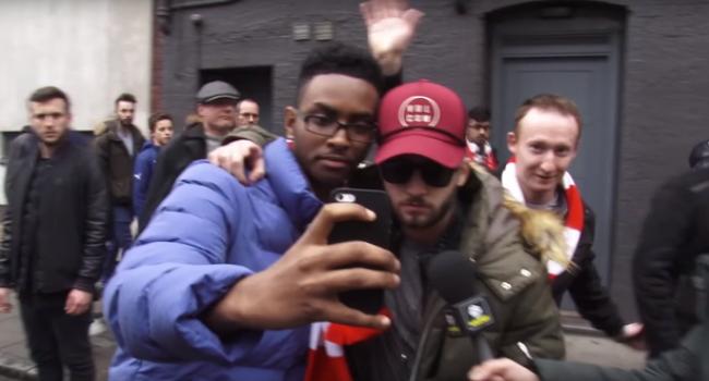 S-a dus la stadion si a pacalit zeci de fani ca e noua achizitie a lui Arsenal! Farsa dementiala facuta de doi barbati