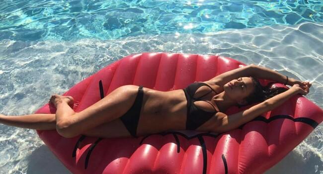 Irina Shayk este DIVINA! Cum poate sa arate fosta logodnica a lui Ronaldo la 4 luni dupa ce a nascut