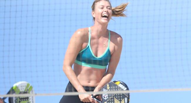 Sharapova s-a apucat de tenis pe plaja! Cum a fost surprinsa de paparazzi FOTO