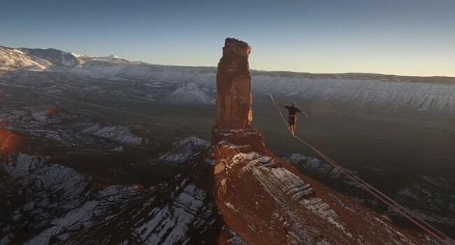 Clipul care iti taie rasuflarea! Ce a patit acest barbat care a mers pe un cablu la 120 metri in aer