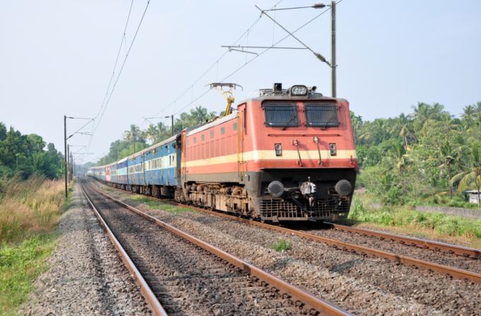 tren india - Shutterstock