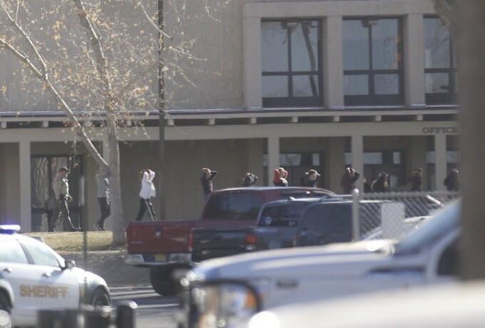 atac armat liceu New Mexico
