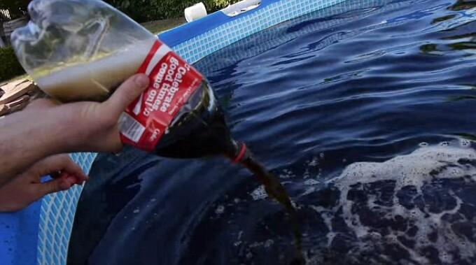 Experiment inedit a umplut o piscina cu 6 tone de coca for Piscina de coca