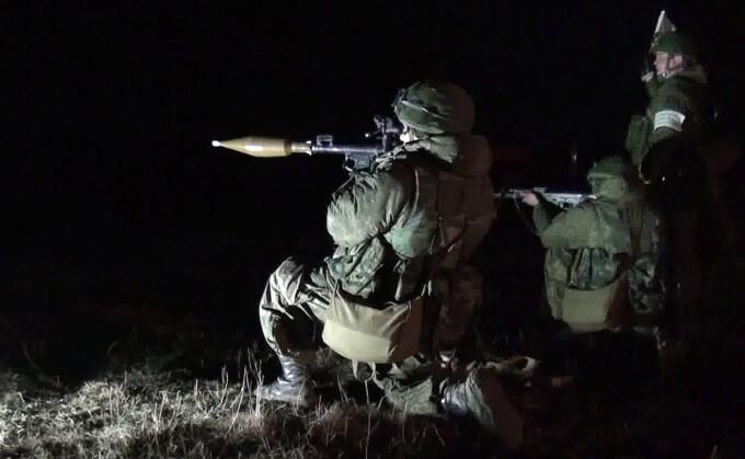 Exercitiu militar al parasutistilor rusi