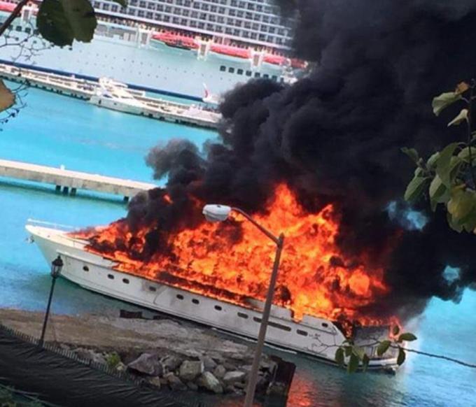 incendiu pe iaht