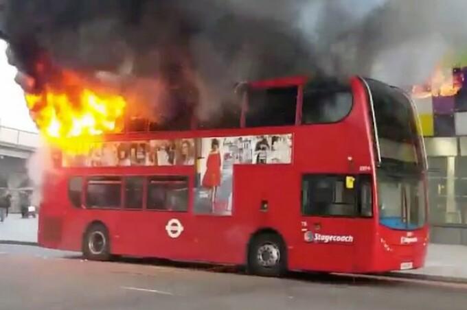 autobuz flacari Londra