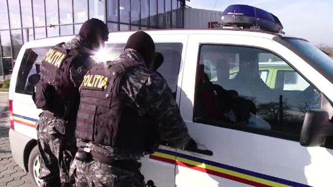 politisti mascati descidendere taxi Brasov