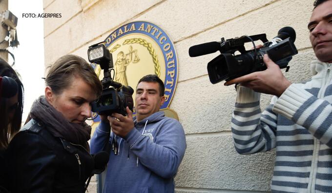 Antonia Radu, inspector in cadrul ISU Bucuresti, este adusa cu mandat la DNA pentru a fi audiata in cazul incendiului din clubul Colectiv