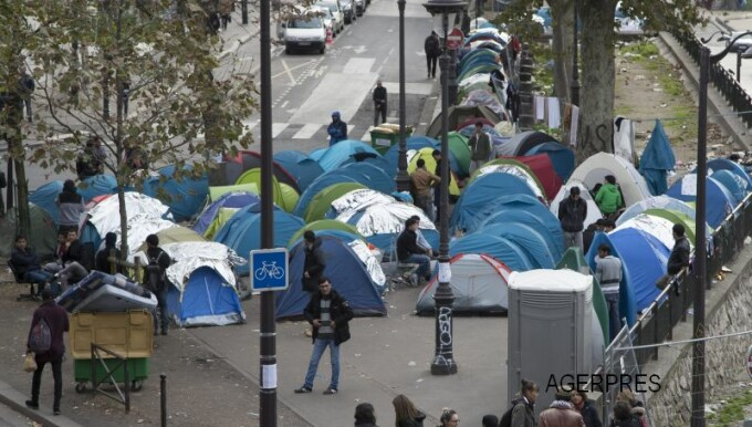 Calais refugiati