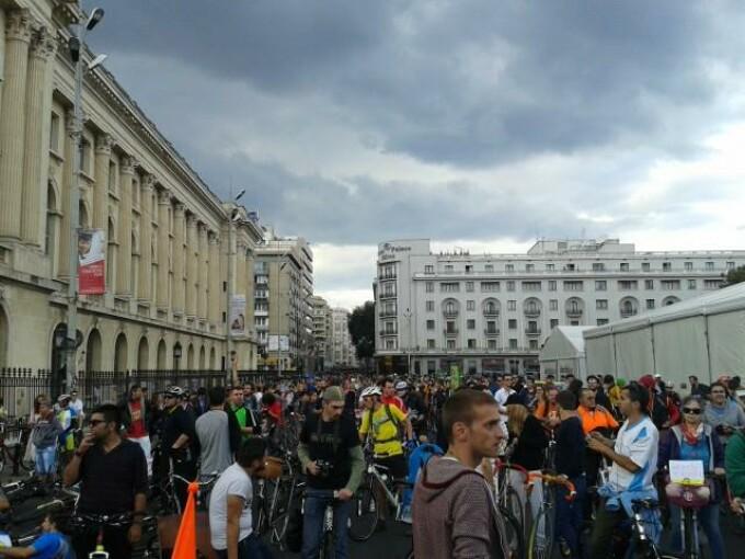 biciclisti piata revolutiei 2