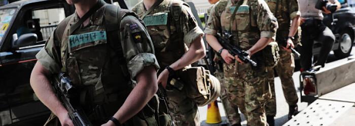 soldati, parlament britanic