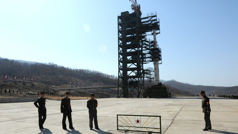 Coreea de Nord a dat voie presei sa vina sa vada RACHETA care irita SUA si Japonia. Foto si VIDEO