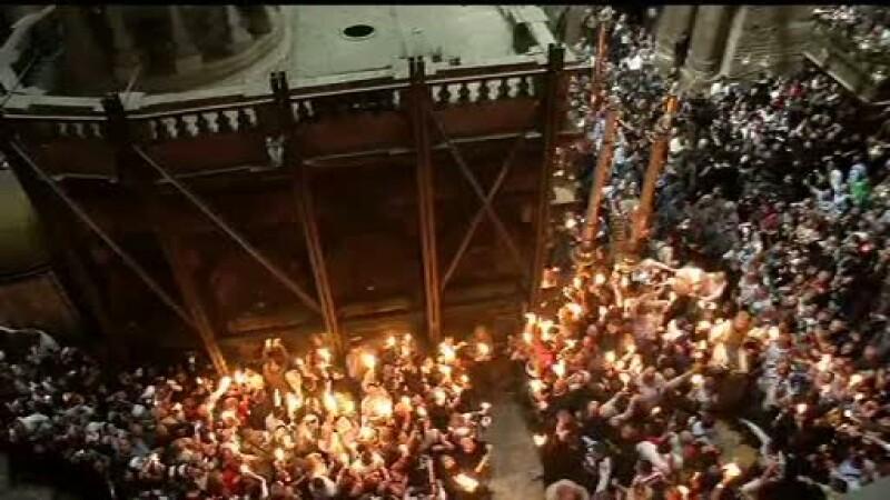 10.000 de credinciosi au mers la Ierusalim ca sa vada miracolul din biserica Sfantului Mormant