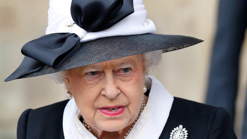 Regina Elisabeta, la un pas sa fie impuscata de un militar din Garda de la Buckingham. Cum a fost posibil incidentul