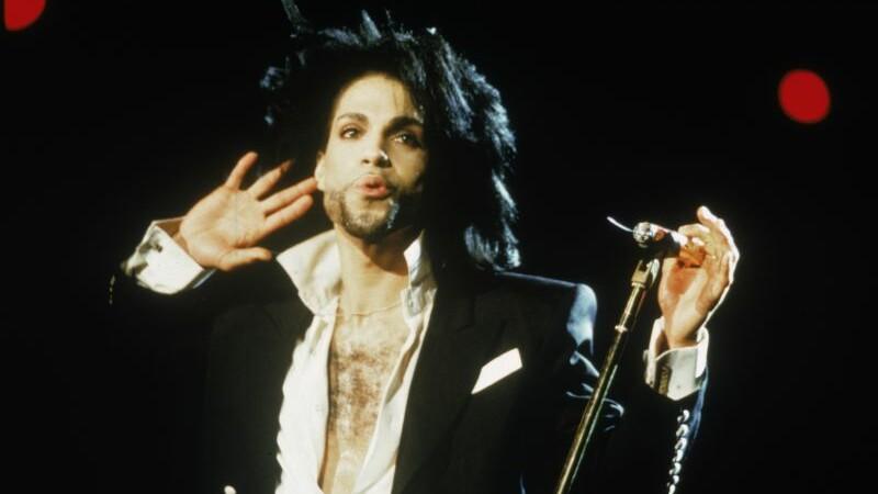 Cariera legendei Prince, in imagini. 100 de milioane de albume vandute, sapte premii Grammy si un Oscar. GALERIE FOTO