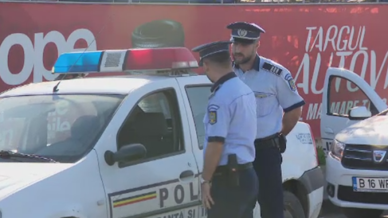Barbat injunghiat in abdomen la un targ de masini din Bucuresti de un hot care a vrut sa-i fure geanta mamei sale