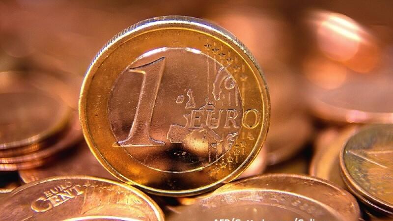 Euro ajunge foarte aproape de 4,6 lei la BNR, nivel maxim din august 2012, pe fondul crizei guvernamentale