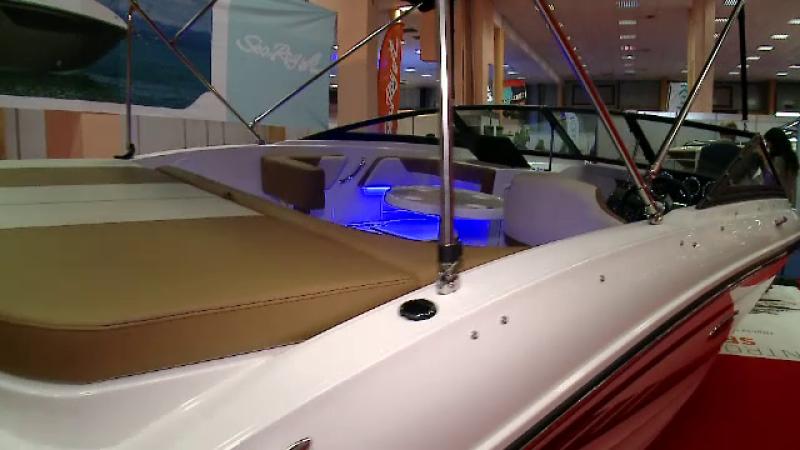 La un targ de ambarcatiuni din Capitala au fost expuse barci cu aer conditionat si bucatarie. Cum arata cea de 70.000 de euro