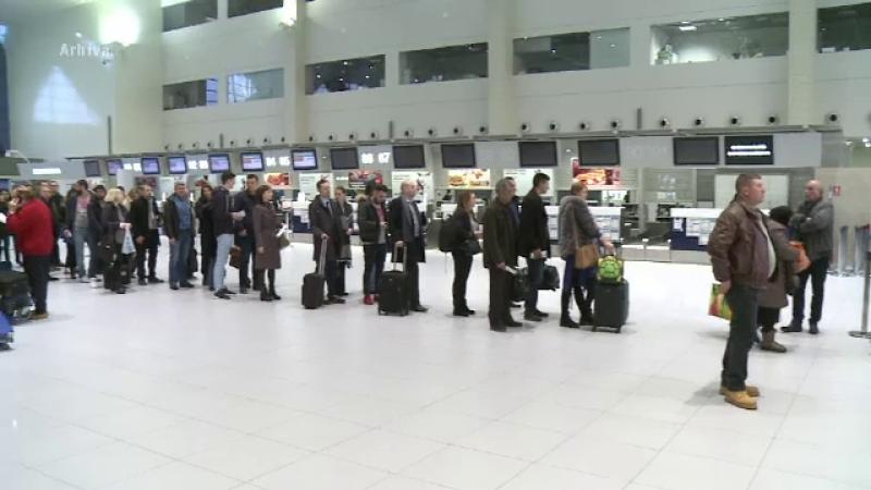 Aglomeratie in aeroporturi, inainte de Paste. Zilnic sosesc pe Otopeni de 10 ori mai multi pasageri decat in mod normal