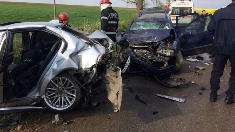 Doua masini s-au ciocnit in judetul Teleorman in ziua de Paste. Cinci persoane au ajuns la spital
