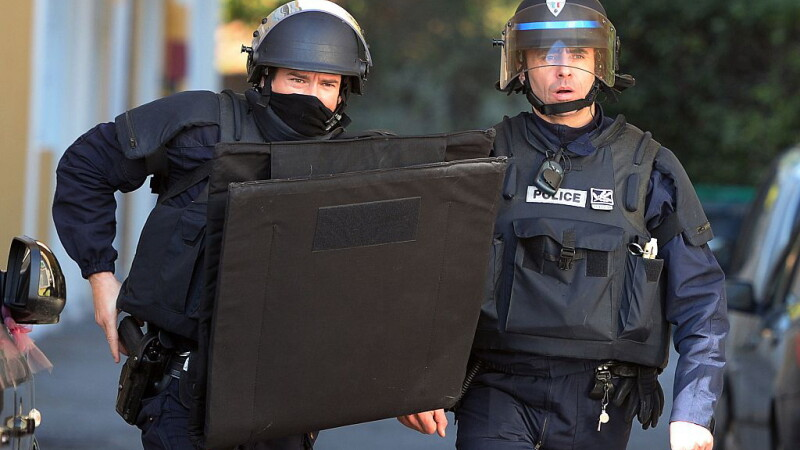 Doi barbati au fost arestati in Franta, pentru ca planuiau un atentat terorist, exact inainte de alegerile prezidentiale