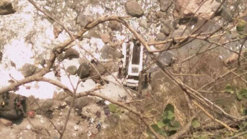 Un autobuz plin s-a prabusit intr-o prapastie, in Himalaya. Autoritatile indiene au anuntat 44 de decese