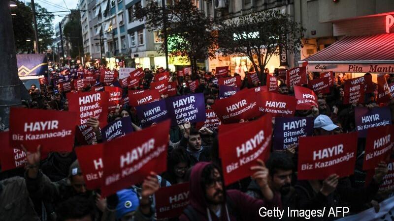 2000 de oameni au protestat, miercuri seara, la Istanbul fata de rezultatul referendumului din Turcia