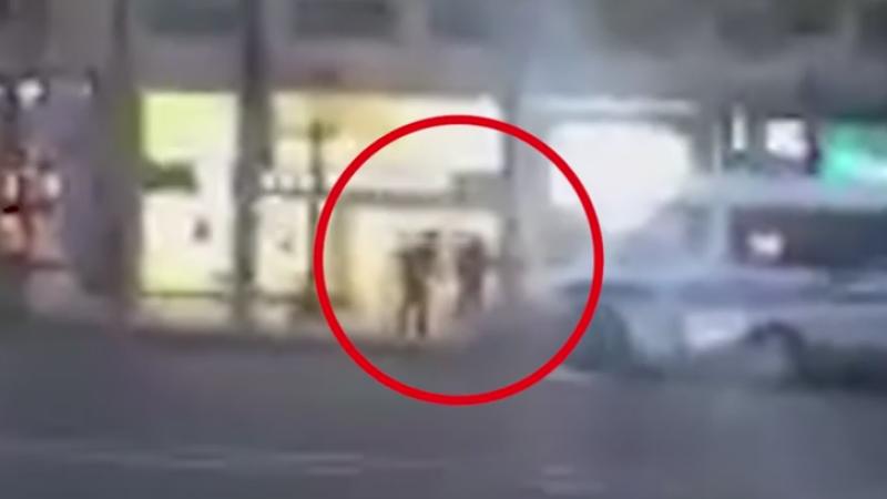 Momentul in care atacatorul din Paris este impuscat de fortele de securitate. In 2001 a incercat sa omoare alti politisti