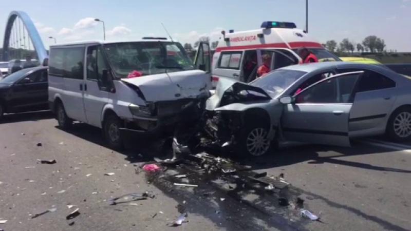 Accident grav pe podul de la Medgidia provocat de soferul unei masini cu volan pe dreapta. Manevra gresita facuta de sofer