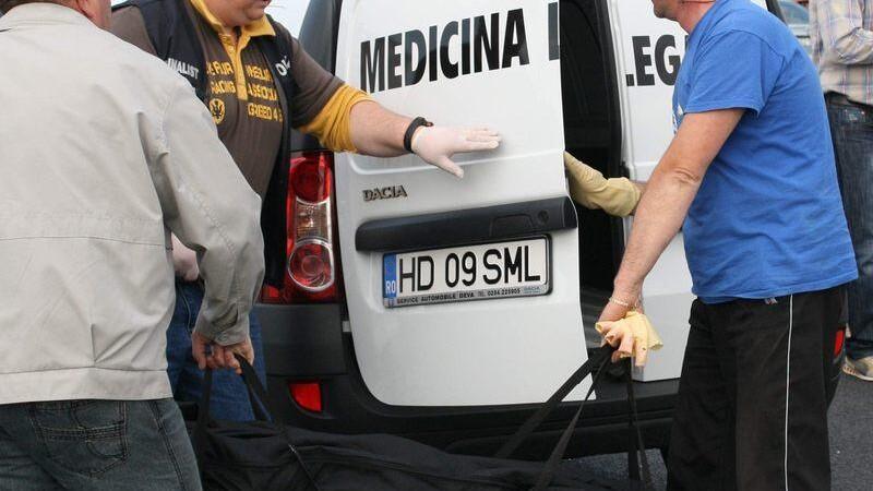 Crima salbatica in Valcea! Doi batrani, gasiti fara suflare in curtea casei