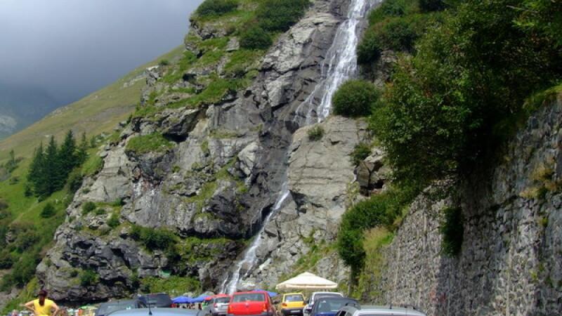 Traficul a fost reluat pe Transfagarasan, insa se circula cu dificultate