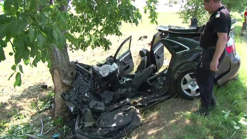 Pasiunea pentru viteza i-a fost fatala. Un tanar de 21 de ani a murit dupa ce s-a izbit cu masina de lux intr-un copac